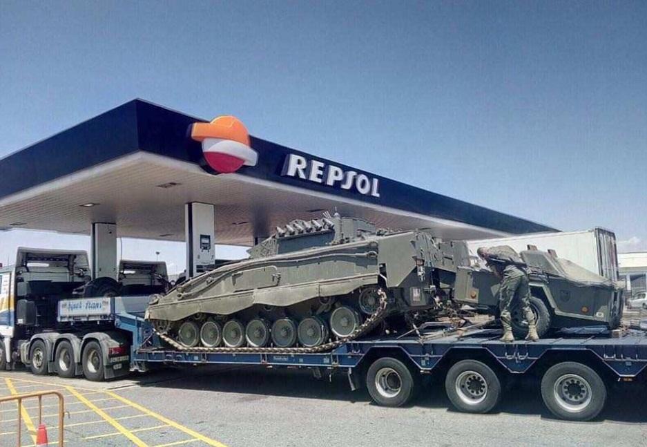 В России «нагоняют» панику: РосСМИ утверждают, что Мадрид стягивает в Каталонию тяжелую военную технику, — кадры