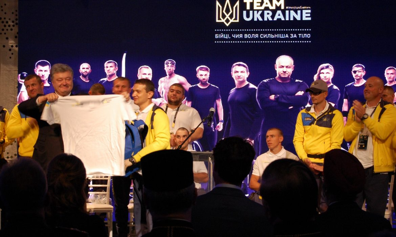 Украинская сборная «Игры Непокоренных» преподнесла Петру Порошенко неожиданный подарок: глава государства не смог сдержать эмоции — кадры
