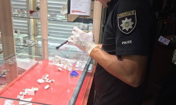 Дерзкое ограбление в Херсоне: вооруженные налетчики обчистили ювелирные магазины города