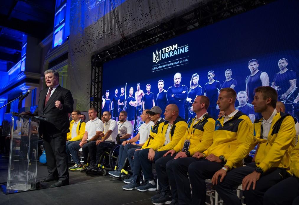 «Эти люди являются украинской армией — сильной, свободной и реформированной, что заслуживает высокой оценки и уважение целого демократического мира», — Порошенко об украинской команде «Игр Непокоренных»