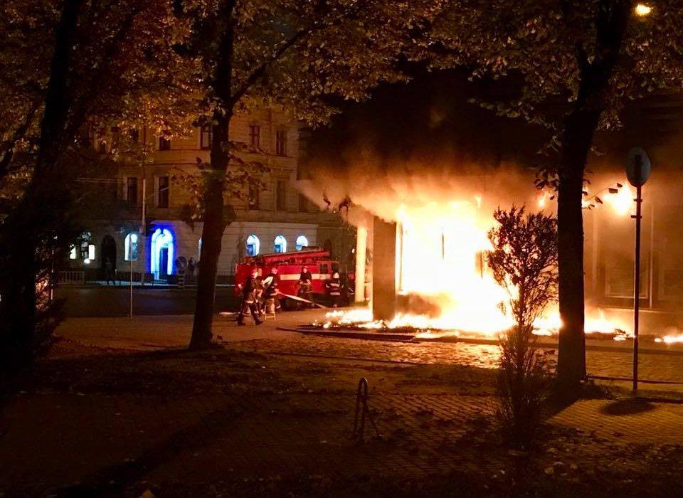 Кадры, как горел во Львове банк страны-агрессора: от помещения «Сбербанка России» ничего не осталось