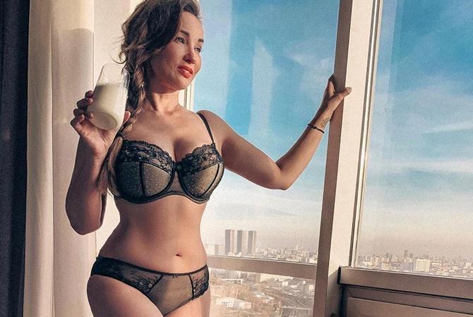 Анфиса Чехова призналась, что испытывает дискомфорт из-за большого бюста