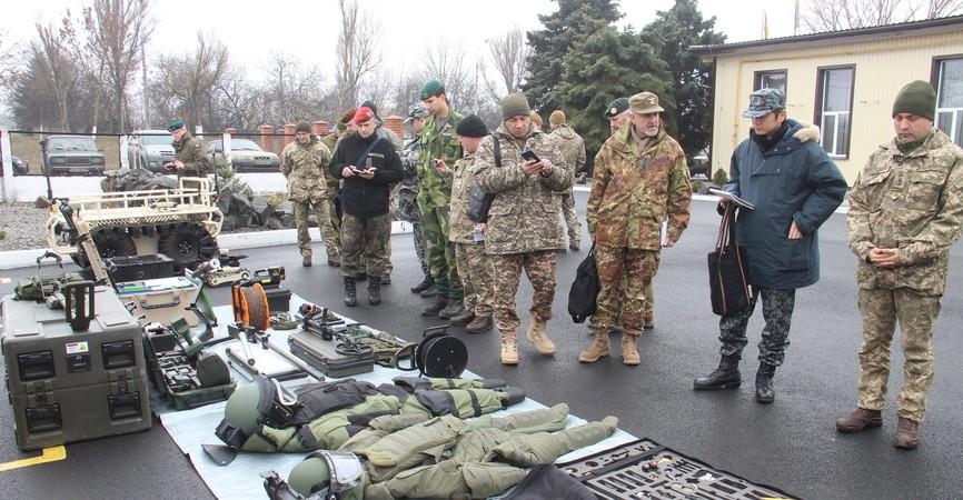 Иностранные военные дипломатыпосетили подразделения Объединенных сил на Приазовье (Фото)