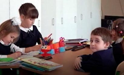Один – на троих: На Донетчине не хватает учебников на украинском языке (Видео)
