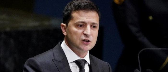 Зеленский поручил упростить процедуру перемещения граждан и товаров через линию разграничения (Документ)