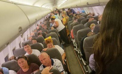 Самолет SkyUp снова застрял по дороге из Занзибара