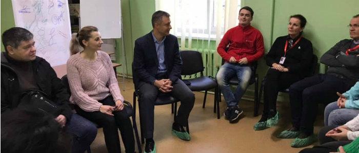 Крадут из-за голода, имеют ПТСР: Кулеба рассказал о проблемах детей в прифронтовой Красногоровке