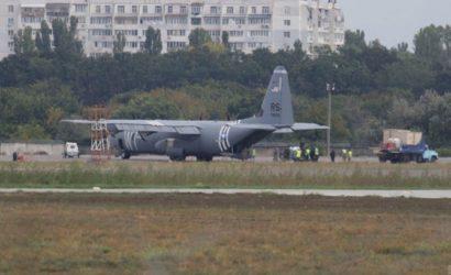 В Одессе экстренно сел военный самолет США: отказал двигатель