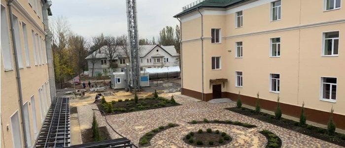 Школа и восстановление домов: Нардепы проинспектировали прифронтовую Красногоровку (Фото)