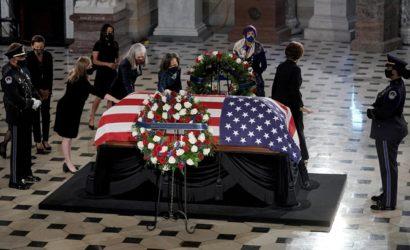 Рут Бейдер Гинзбург стала первой женщиной-госслужащей, с которой простились в Капитолии