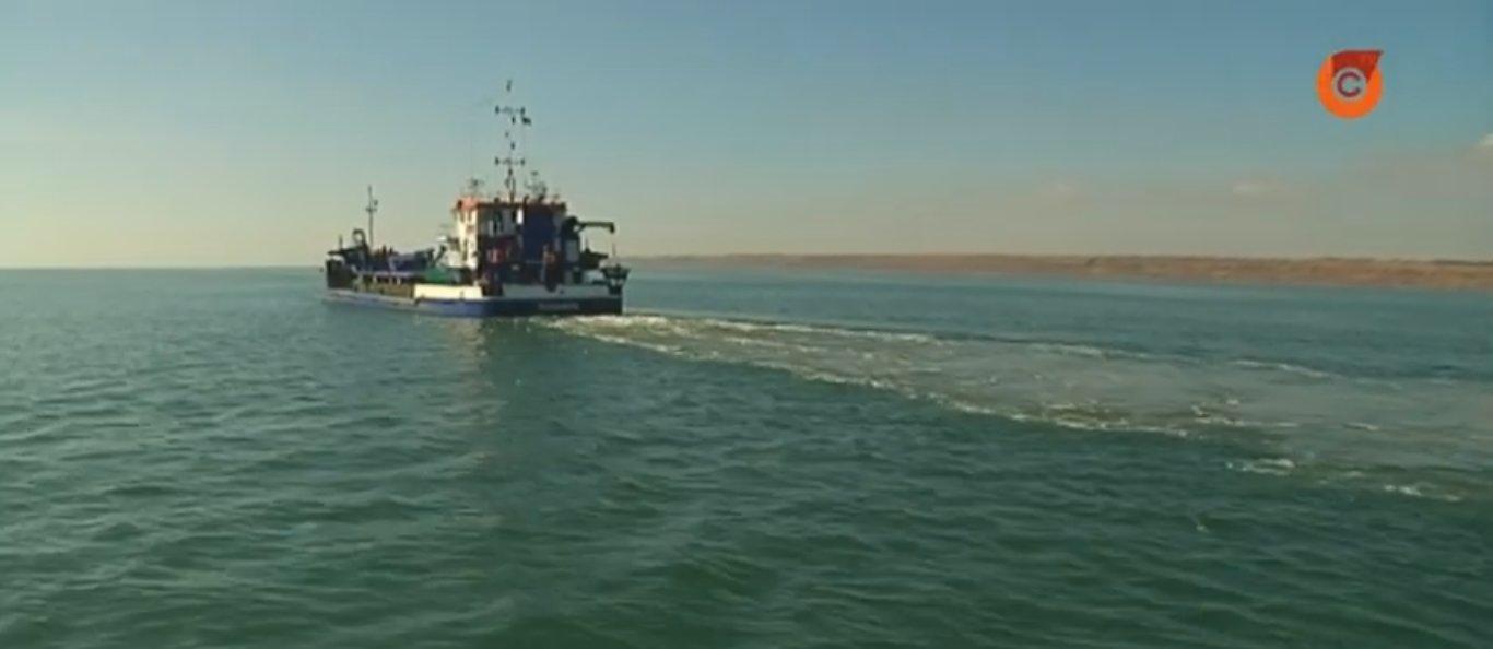 «Гигант» и «Геркулес»: В Мариуполе углубляют Азовское море (Видео)
