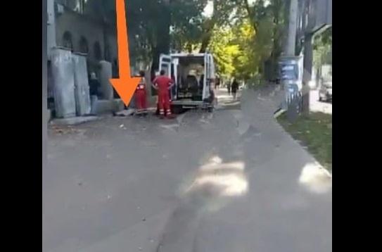 Соцсети: в Одессе охранники не пустили в больницу женщину, она умерла на пороге