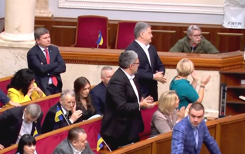Видео: Порошенко стоя аплодировал Зинкевич, пока она распекала Зеленского