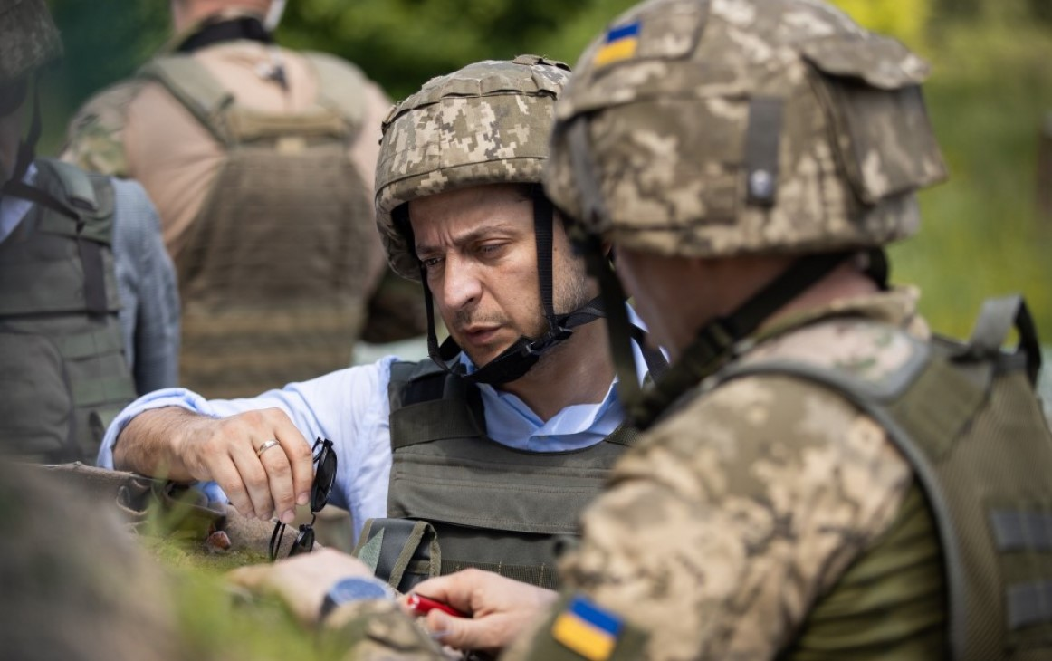 Зеленский заверил, что не будет отменять льготы военным