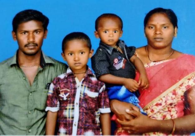В Индии погиб мальчик, которого три дня не могли достать из колодца