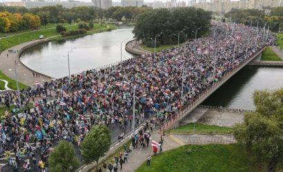 50-й день протестов в Беларуси: в Минске вышли 100 тысяч человек, в Гродно людей разгоняли с выстрелами