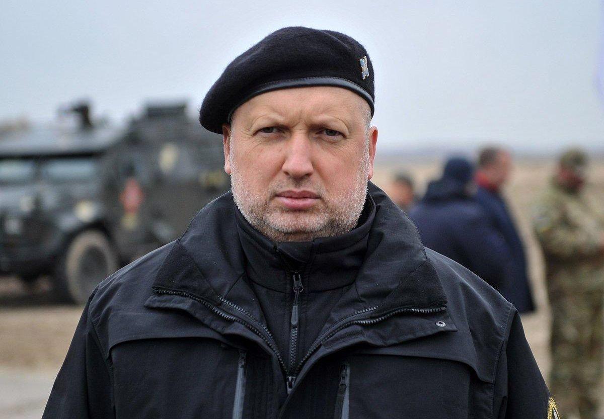 Турчинов: я не сдавал Крым, сдают бутылки