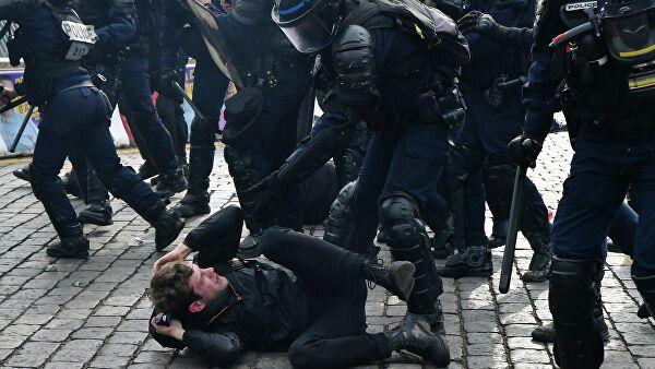 Акция «желтых жилетов». В Париже задержаны более 30 человек