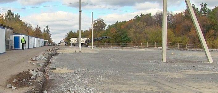 Как ремонтируют дорогу у КПП «Горловка»: Скопились очереди (Фото)