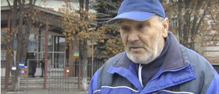 Семья переселенцев не могла снять пенсию в банкомате и обратилась в полицию в Мариуполе