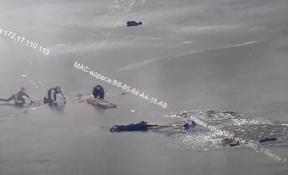 Патрульных из Днепра наградят за то, что вытащили четвертых провалившихся под лед