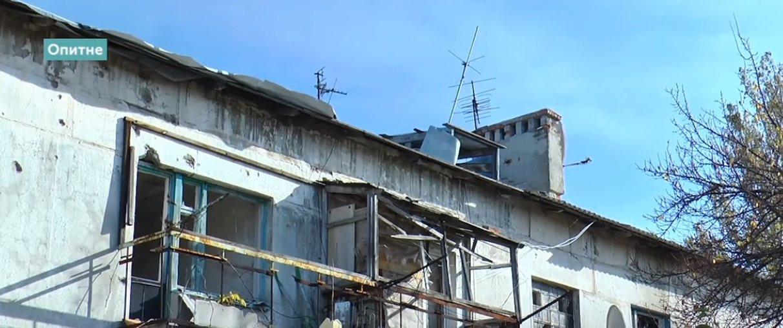 Дыры в крышах от снарядов и отсутствие освещения: Как живет прифронтовое Опытное (Фото)