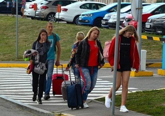 Стало известно, сколько украинцев выехали из страны и не вернулись