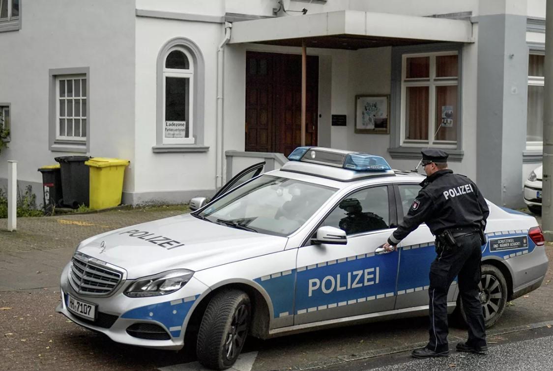 В Гамбурге неизвестный порезал ножом ягодицы трех прохожих