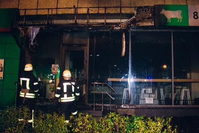 Ночью в Киеве неизвестные устроили массовые поджоги магазинов
