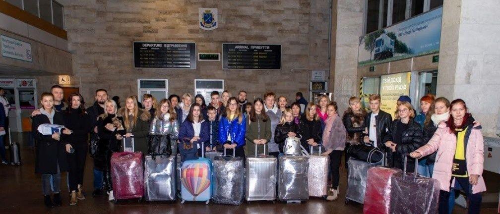Дети переселенцев и погибших воинов АТО отправились на учебу в Литву