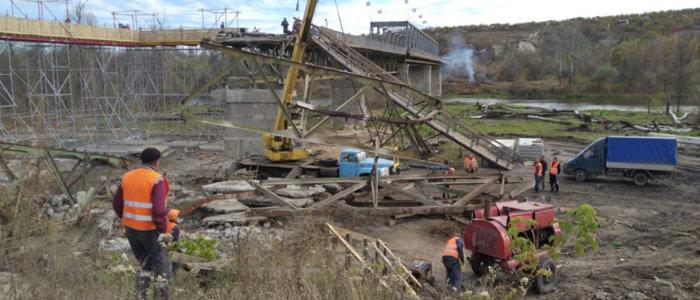 Ремонт моста у Станицы Луганской: Готовится площадка для установки опор (Фото)