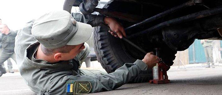 В зоне ООС соревновались военные-водители (Фото)