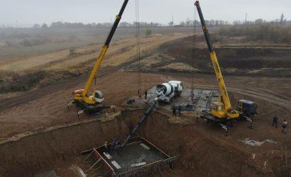 Закроет последнюю дыру в эфире: Под Попасной начали строить 150-метровую телевышку (Фото)