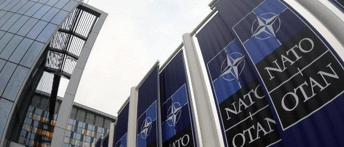 Мир на Донбассе: Эксперт рассказал, зачем руководство НАТО едет в Украину
