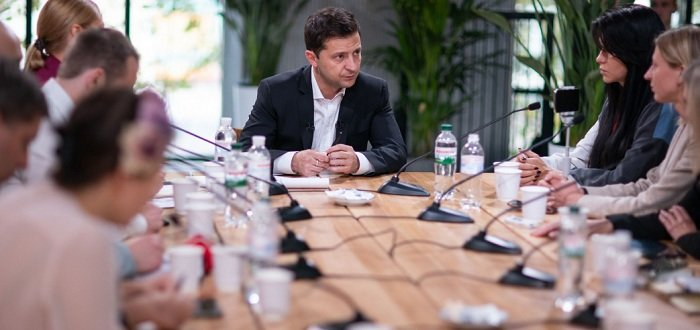 Иногда лучше молчать: Зеленский об особом статусе Донбасса
