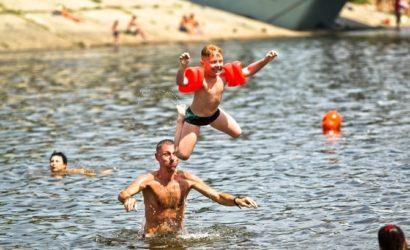 В Госпродпотребслужбе посоветовали пока не купаться на одесских пляжах