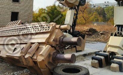 Почти готов: В Донецке строят автобота (Фото)