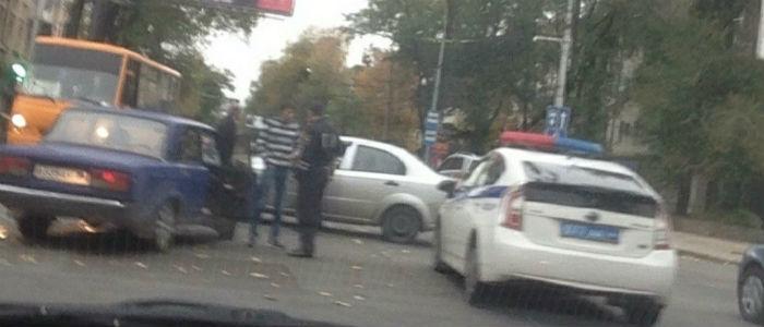 В Донецке на перекрестке столкнулись автомобили (Фото)