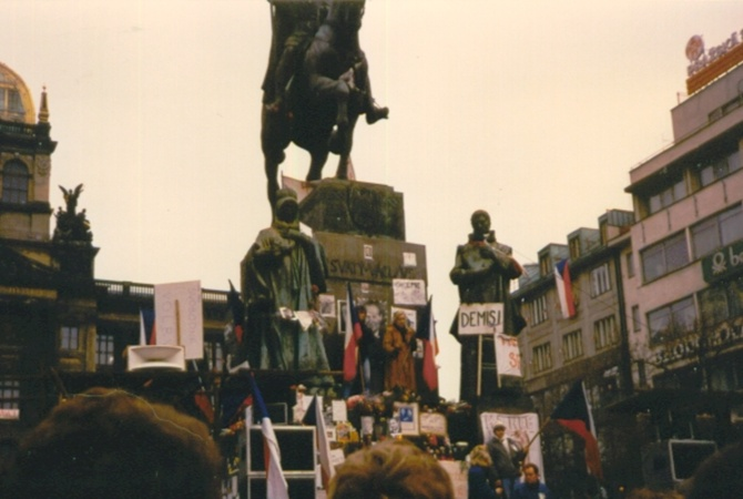 «Бархатная революция» в Чехословакии 30 лет назад начиналась по сценарию Евромайдана