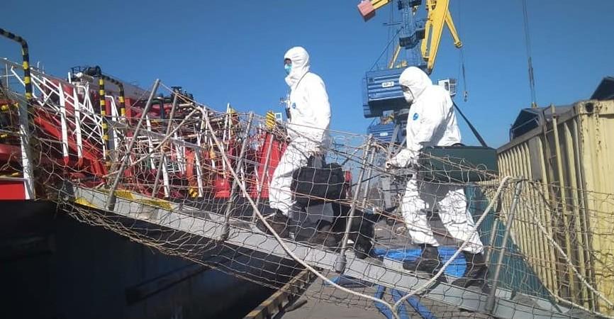 В порту Мариуполя пограничники проводят температурный контроль (Фото)