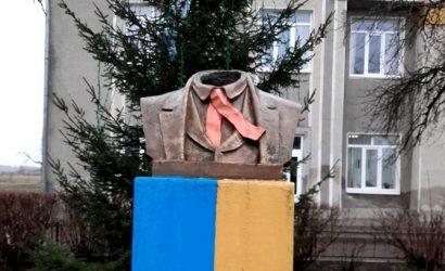 На Прикарпатье вандалы отрезали голову Тарасу Шевченко