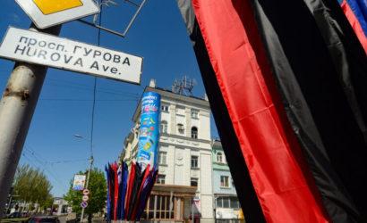 Весь во флагах: Жители нынешнего Донецка показали свой город (60 фото)