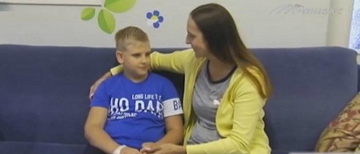 Мальчику из Мариуполя подарили жизнь без ограничений (Видео)