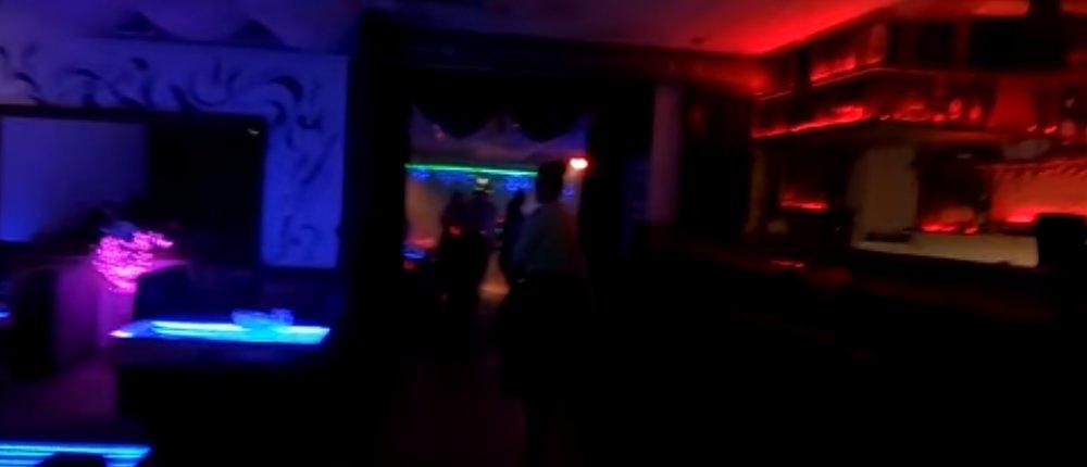 На полноценный ночной клуб заведение не тянет: Россиянин показал отдых в Луганске (Фото)