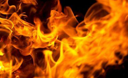 Пострадали женщина с ребенком: В Макеевке горел дом