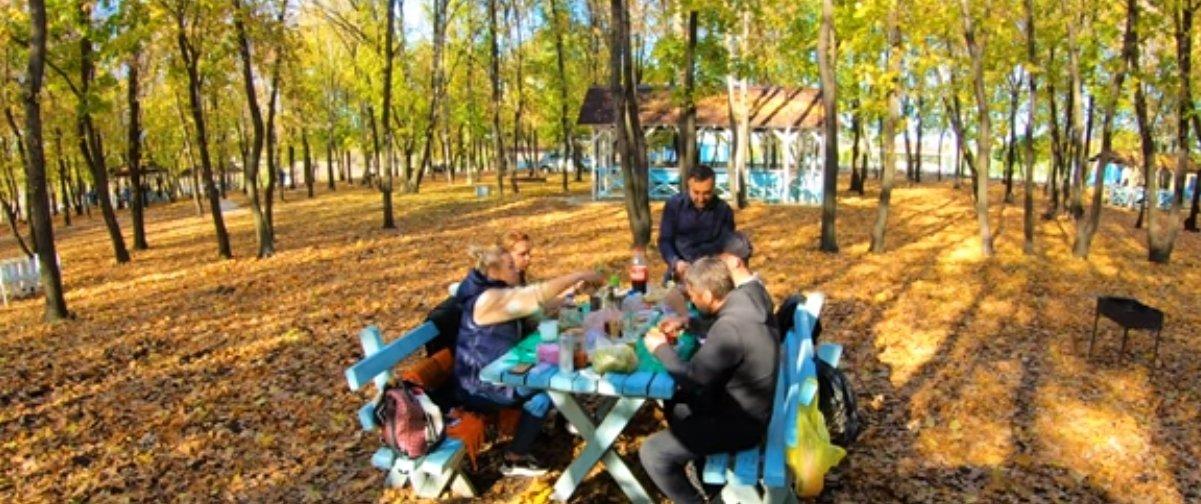 Осенняя природа и шашлыки: Житель Донецка показал отдых в пикник-парке «Роща» (Фото)