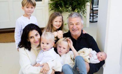 Алек Болдуин грубо ответил на вопрос, как Хилария родила дочь спустя пять месяцев после сына