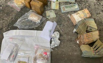 Украинские дипломаты наладили контрабанду за границу валюты, золота и сигарет