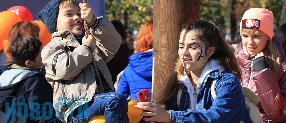 Первая в городе: В Славянске открыли детскую инклюзивную площадку (Фото)