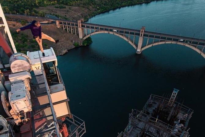 Руфер Mustang Wanted покорил недостроенный запорожский мост